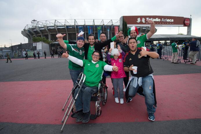 La afición mexicana se dio cita en el Estadio Azteca para apoyar a la Se...