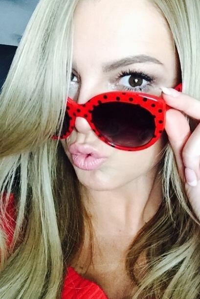 Los besitos de Marjorie son encantadores, y bajo esas gafas también comp...