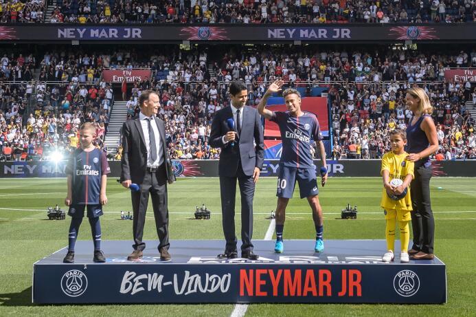 """""""Quiero hacer historia"""": Neymar al público en su primera salida como jug..."""