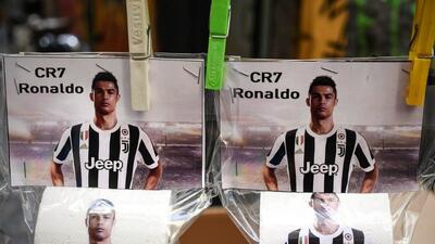 Aficionados del Nápoles le ponen la cara de Cristiano Ronaldo al papel higiénico