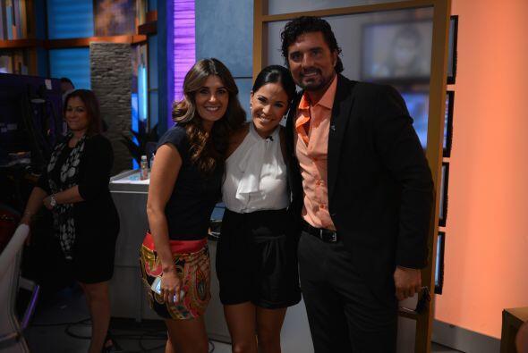 Karla con dos bellos y guapos, Diego Olivera y Mayrín Villanueva.