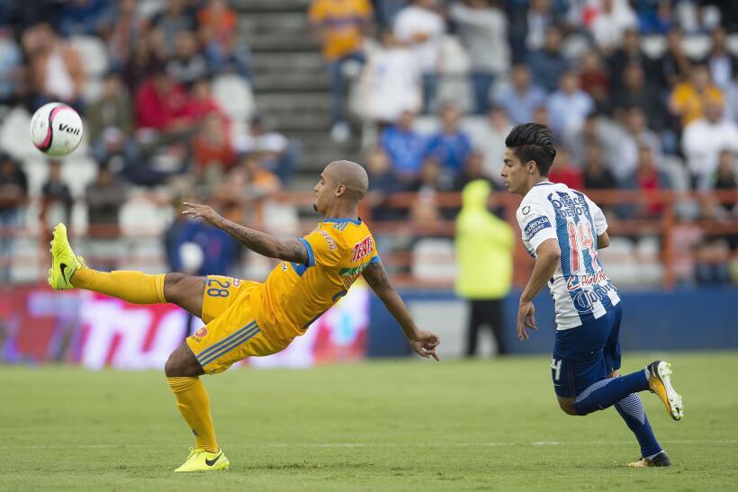 Pachuca gana 2-1 y deja el fondo a costa de Tigres