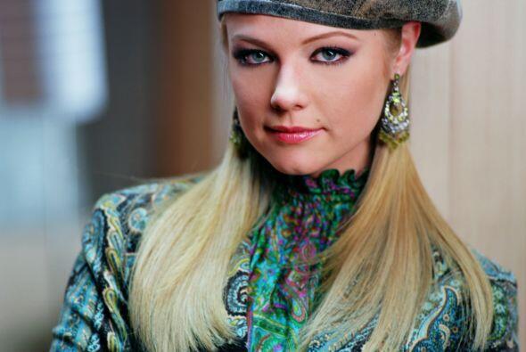 """Ana Layevska es """"Estrella"""", la hija de María y Esteban. Es una joven ale..."""