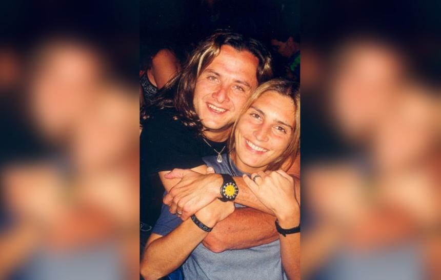 El actor Eduardo Palomo posa con su esposa Carina Ricco.
