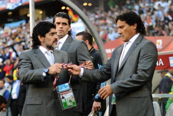 El cuerpo técnico de la discordia, Carlos Enrique (iz.) Alejandro Mancus...