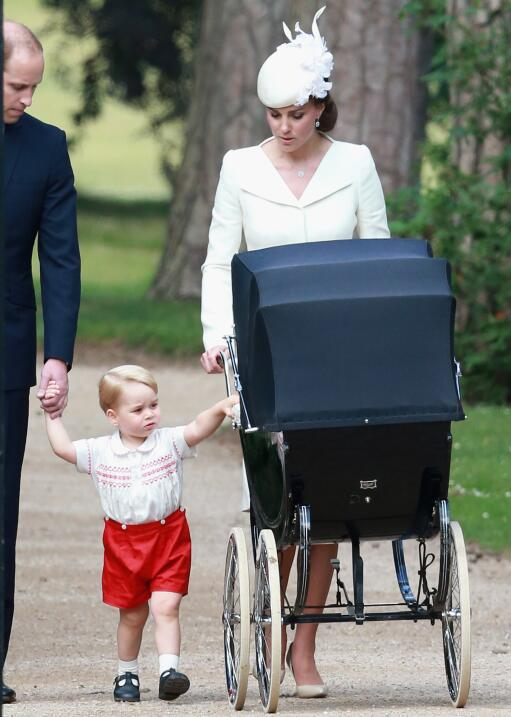 El uniforme de colegio del príncipe George podría costar mil dólares y t...