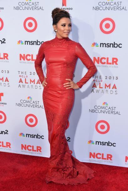 El siete llegó con ella en la alfombra roja. #LatinoyProud M&aacu...
