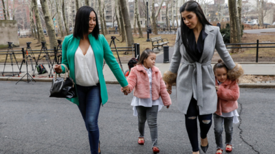 En fotos: Esposa de 'El Chapo' asiste con sus hijas a corte para conocer la fecha en la que se elegirá al jurado