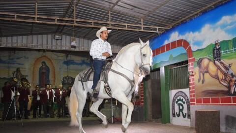 Jesús Jiménez en el lomo de su caballo favorito, 'Molinete...