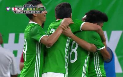 Goooolll!! Elías Hernández mete el balón y marca para Mexico