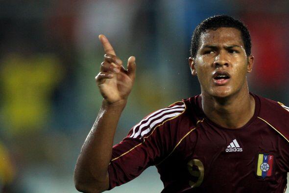 El delantero venezolano Salomón Rondón fichó por el Rubin Kazán a cambio...