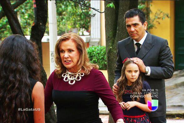 """""""Lorenza"""" le hace la vida de cuadritos a su hijo """"Pablo"""" a cada momento."""