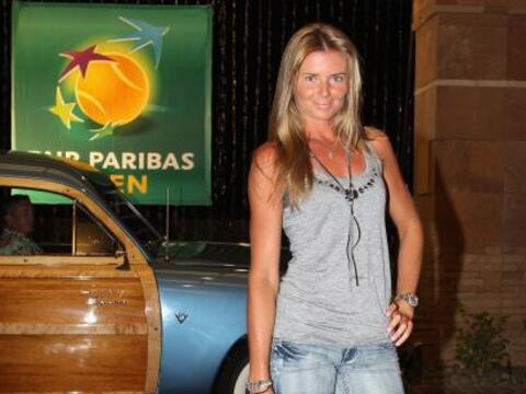 La bella rusa Daniela Hantuchova, quien se llevó el trofeo del to...