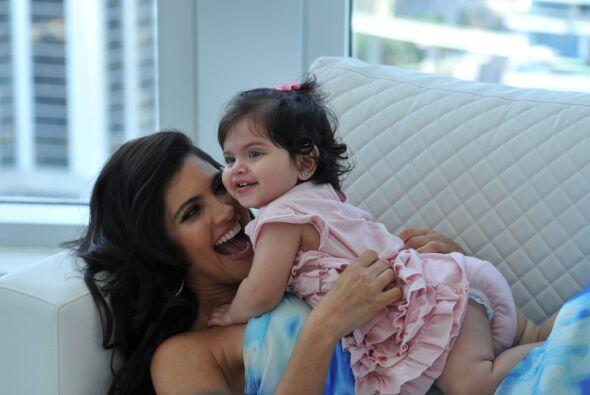 Es una bebé hermosa que merece su propia sesión fotográfica.