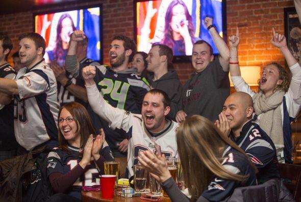 Bares de Boston llenos ante la presencia de los aficionados.