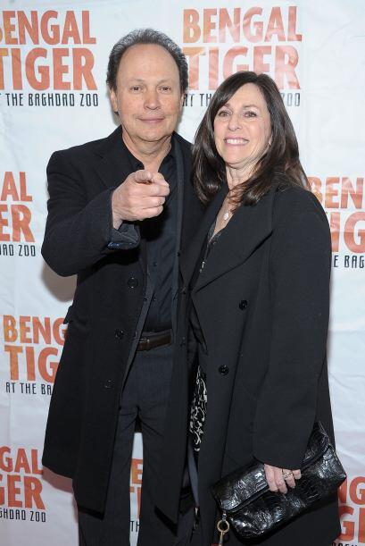 Billy Crystal y su esposa Janice también acudieron a la premiere de Broa...