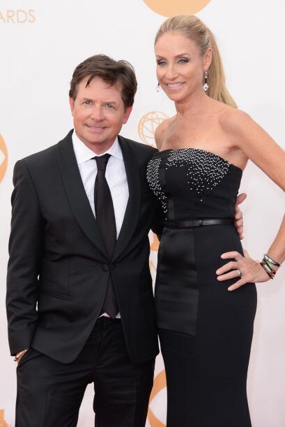 Michael J. Fox muy elegante de Emporio Armani y Tracy Pollan no se quedó...
