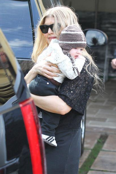 No entendemos como el bebé de la cantante Fergie luce tan bien ¡cuando s...
