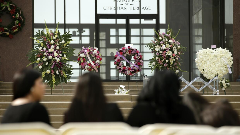 Asistentes al funeral.