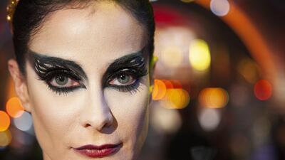 Dayanara Torres se pone en la piel de 'El Cisne Negro' en la gala de cine de MQB