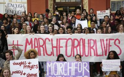 Estudiantes de Las Vegas durante una protesta fuera de su escuela el pas...