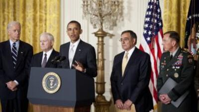 Obama, junto a Biden, Gates, Panetta y Petraeus, durante el anuncio. Los...