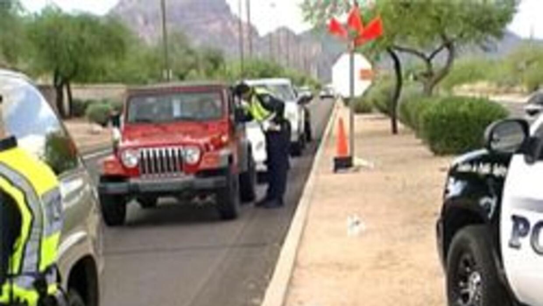 Inspección policiaca sobre conductores ebrios afuera del rio salado