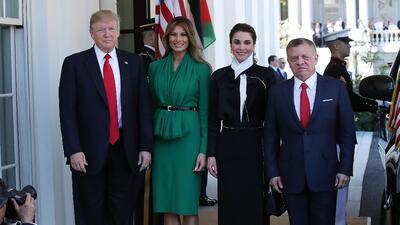 ¿Qué hacen Melania y la reina Rania en esta foto si los presidentes no posan con sus esposas detrás?