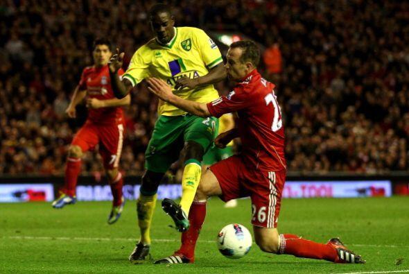 Los 'Reds' comenzaron con todo en busca del primer gol.