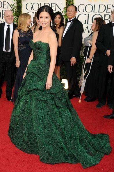 Catherine Zeta-Jones siempre sobresale en esta alfombra con vestidos mem...
