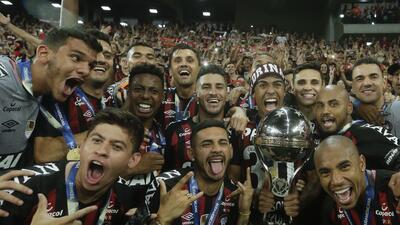 En fotos: Atlético Paranaense derrota en penaltis al Junior y se corona en la Sudamericana