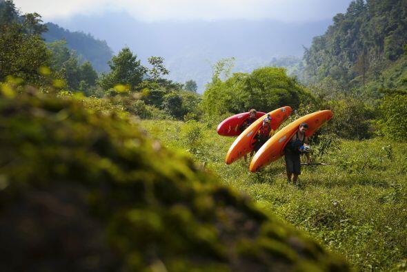 La expedición se adentró en tierras dominadas por los carteles de la dro...