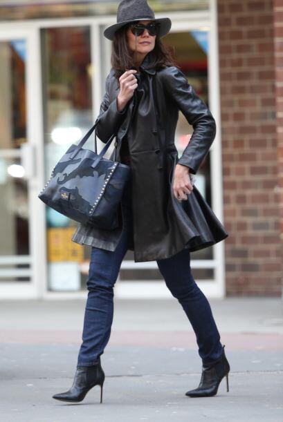 ¡Un aplauso para Katie Holmes y este 'outfit'! No podemos hacer otra cos...