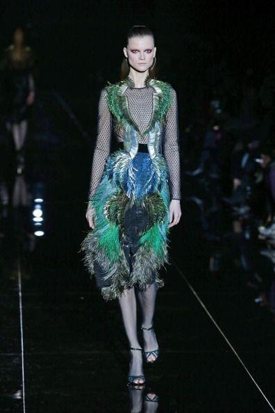 Las plumas darán volumen a tus vestidos y faldas, además de aportar colo...