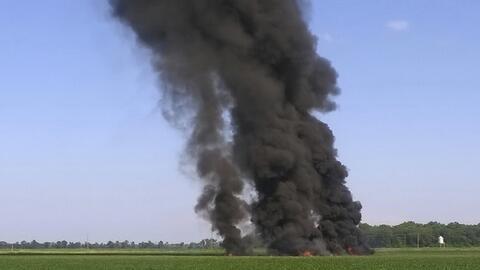 Un avión militar se estrelló este lunes en un campo de Mis...