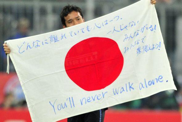 Incluso, el defensa japonés Yuto Nagatomo, que entrò de cambio casi al f...