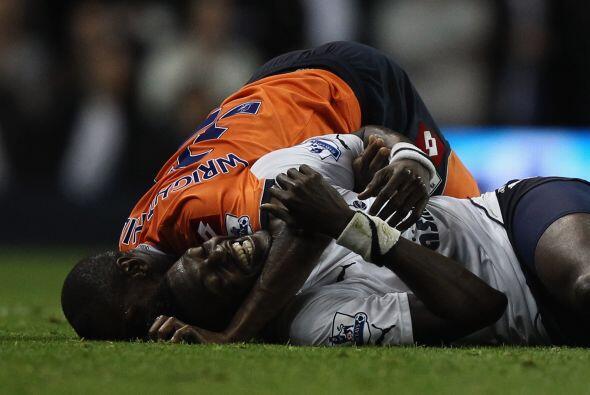 Vaya que si andaban con mucha confianza Emmanuel Adebayor y Shaun Wright...