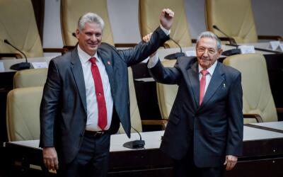 Miguel Díaz-Canel sucede a Raúl Castro en la presidencia d...