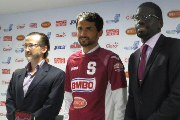 Después de su presentación como nuevo jugador del Saprissa...
