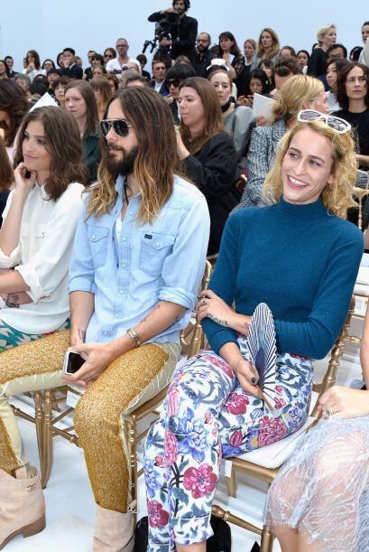 La modelo brasileña Alice Dellal se les unió con mucha alegría y en prim...