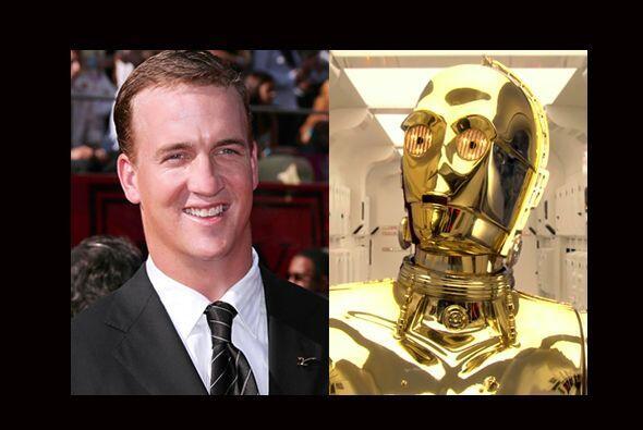 Con papel dorado en todo el cuerpo, Peyton Manning sería idéntico a C-3P...