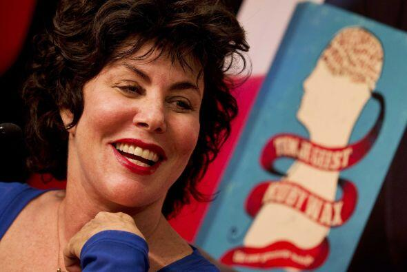 La comediante y escritora estadounidense Ruby Wax sonríe durante...