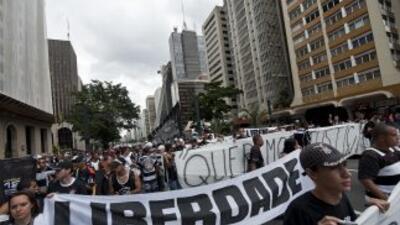 Doce imputados seguidores del Corinthians seguirán presos acusados por l...