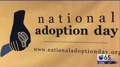 Familias dan la bienvenida a sus hijos adoptivos