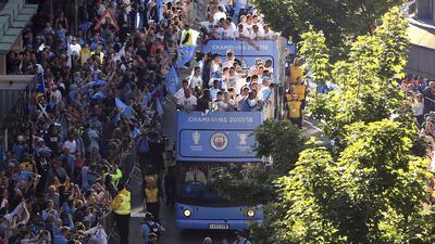 Los hinchas de Manchester City se tomaron las calles para celebrar su título de Premier