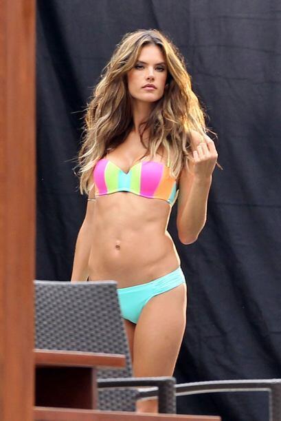 Alessandra Ambrosio tiene que mantenerse en forma. Más videos de Chismes...