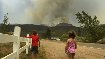 En fotos: un poderoso incendio forestal amenaza 600 casas en el norte de California