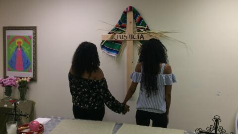 Dos hermanas hondureñas aún no saben si podrán qued...