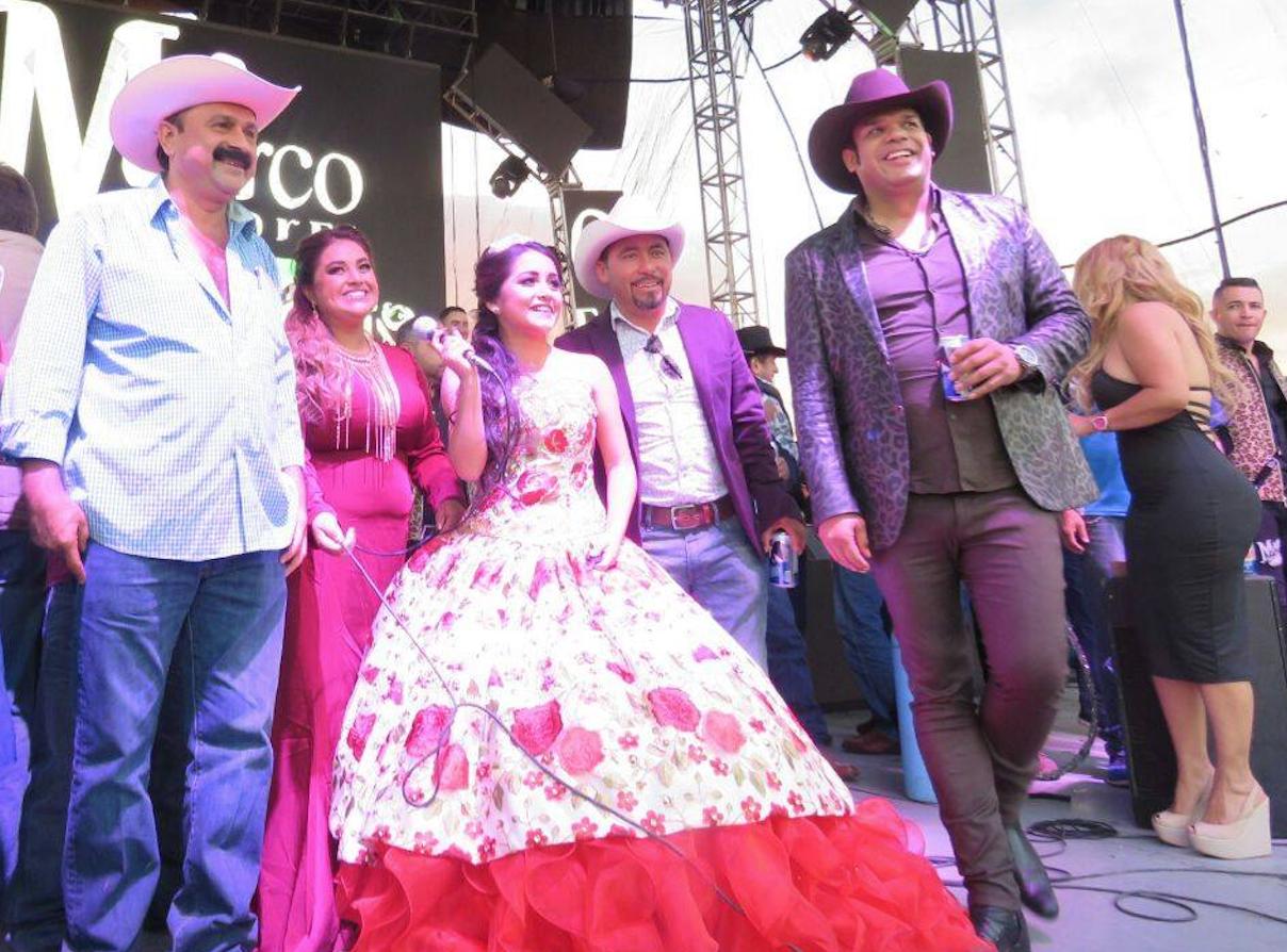 Moderno Vestidos De Fiesta De La Colina Colección de Imágenes ...