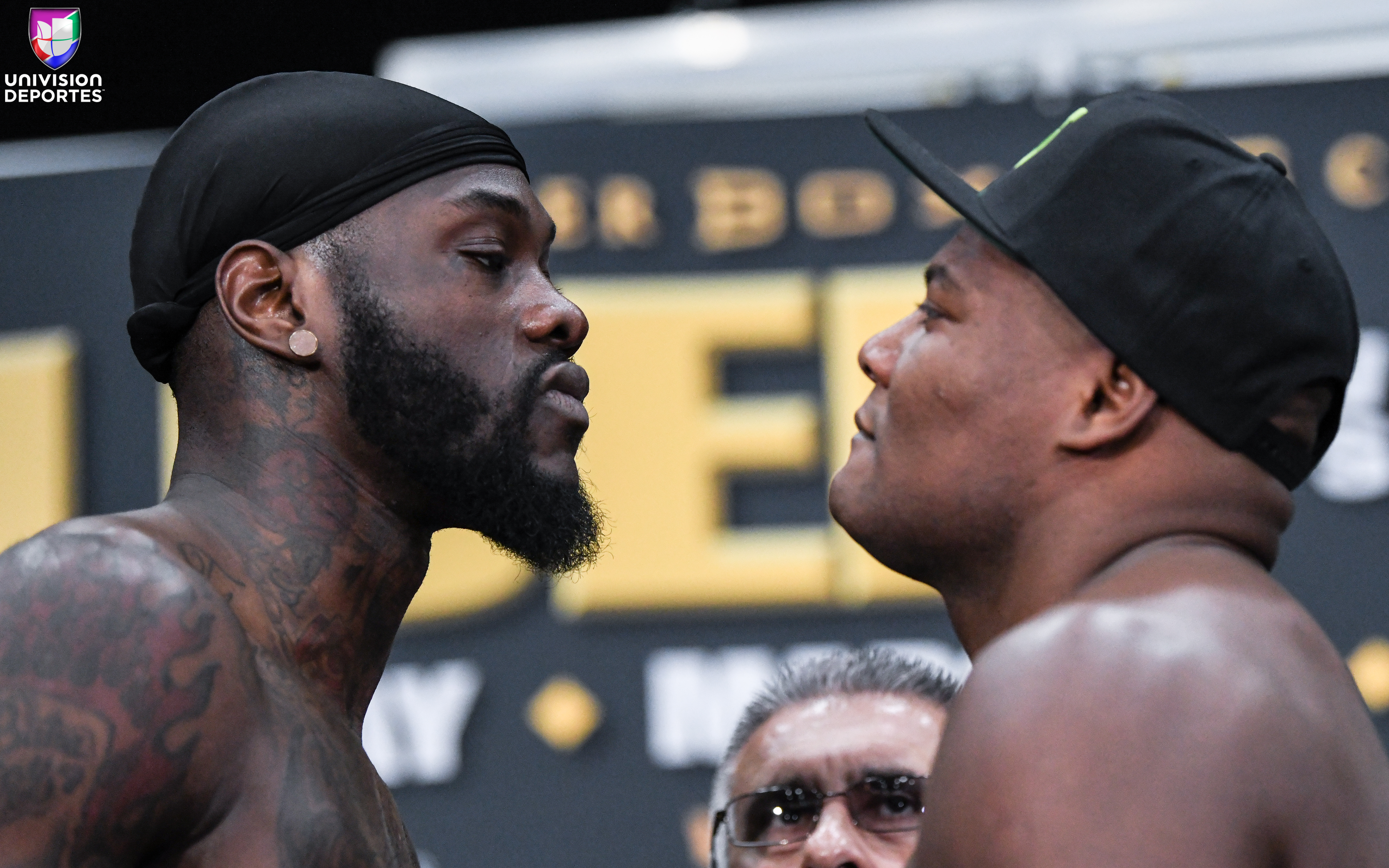 ¡Todo listo para la guerra en Brooklyn! Wilder y Ortiz superan la báscula